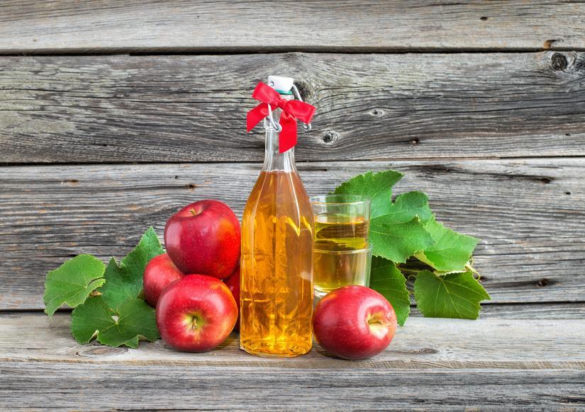 Яблочный уксус позволяет наладить работу сальных желез