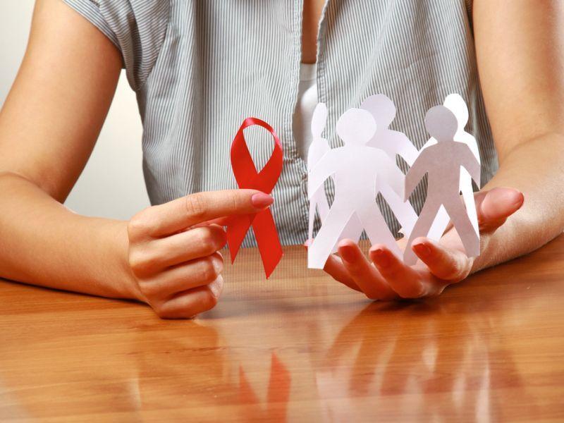 Передается ли ВИЧ через поцелуй?