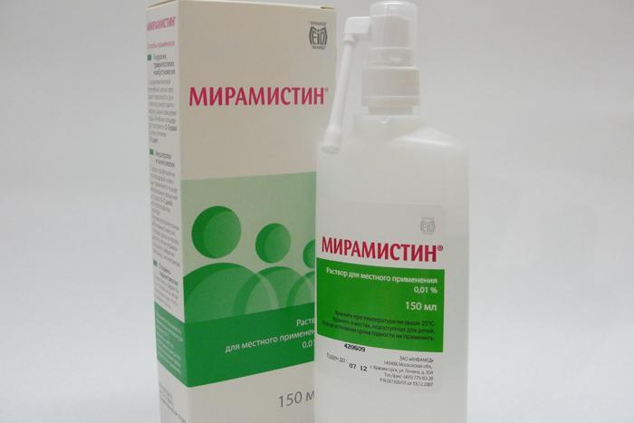 Антисептический раствор Мирамистин для обработки горла