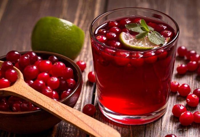 Клюквенный сок оказывает укрепляющее противовоспалительное воздействие на весь организм в целом