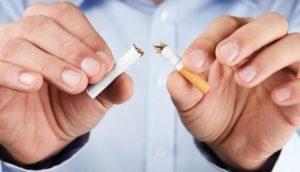 Боль и першение в глотке очень часто диагностируется у курильщиков