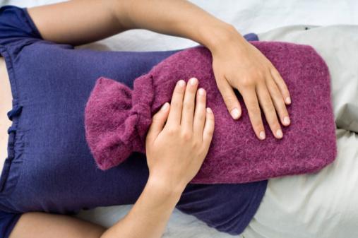 Грелка на живот - это самый простой способ прогреть мышцы матки