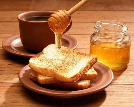Здоровому человеку ложечка меда не принесет вреда