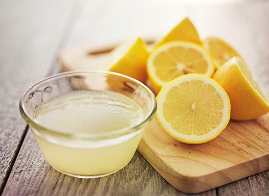 Лимонный сок можно использовать для избавления от любых типов родинок