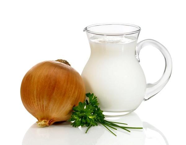 Молочно-луковый напиток для лечения болей в горле