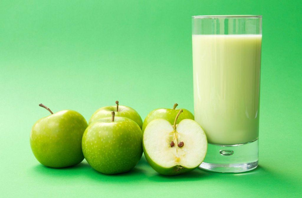 На второй завтрак можно яблоко и стакан молока
