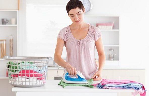 Одежду и белье нужно выстирать, отутюжить и отпарить