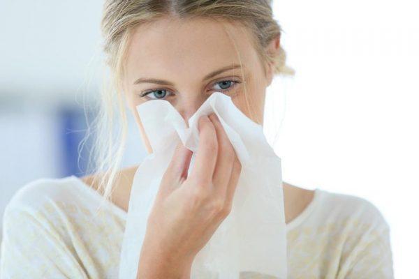 При ОРЗ и ОРВИ может быть заложен нос