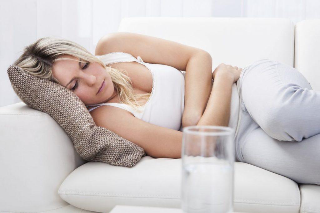Тошнота и острые боли в области желудка - симптомы грыжи