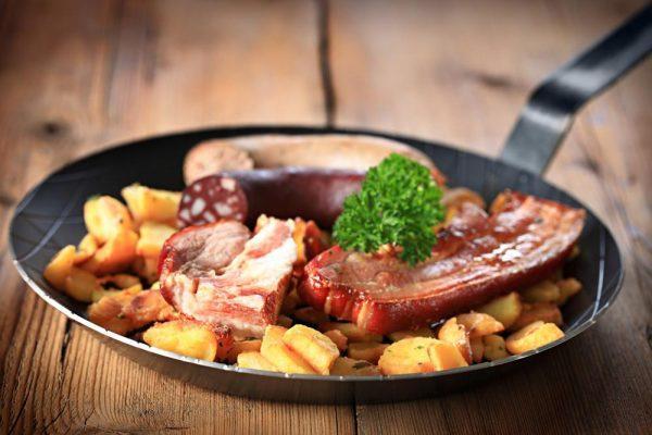 При токсическом отравлении печени из рациона полностью исключается любая пища в жареном или копченом виде