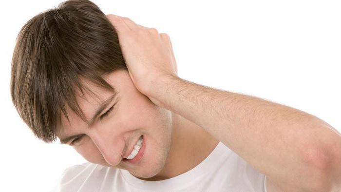 По мере роста нарыва боль начинает отдавать в голову и шею