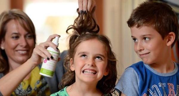 В случае появления вшей у ребенка проверить нужно всех членов семьи