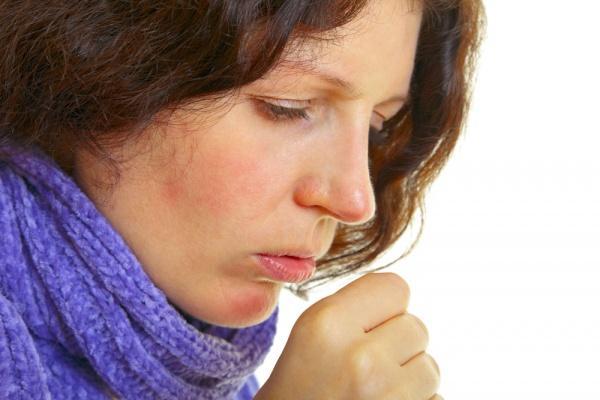 Миграции личинок по организму вызывает кашель и другие симптомы похожие на бронхит