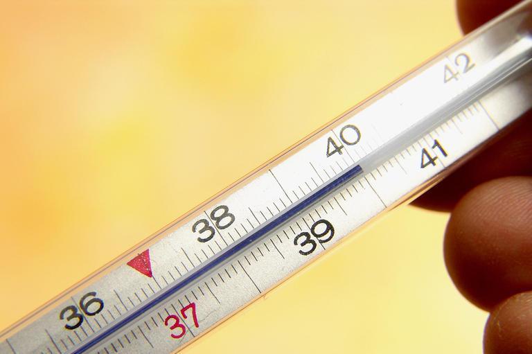 При остром поражение температура тела может повысится до 40°С