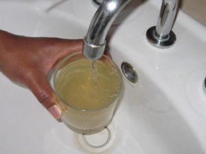 Причиной заражения может быть некипяченая вода