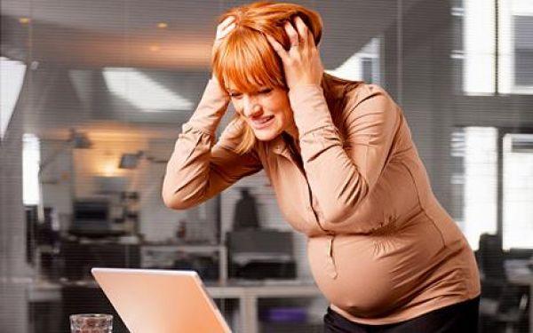 Ринит при беременности может появится из-за нервного напряжения, перепадов настроения