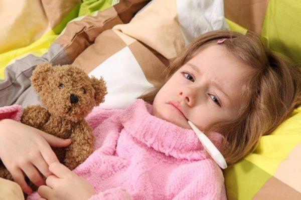 Лимфоцитопения опасна тем, что у ребенка снижается иммунитет, а значит повышается риск подхватить различные вирусы