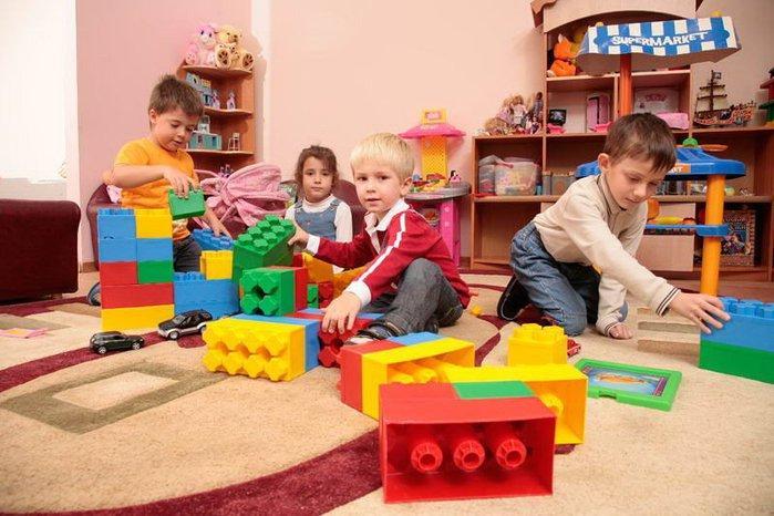 Заразится можно от близкого контакта с другими детьми