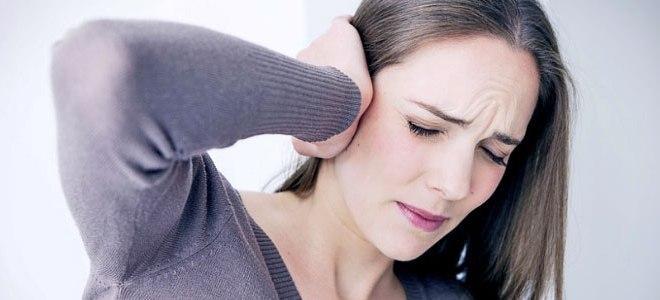 Первый симптом - острая боль и сильный зуд