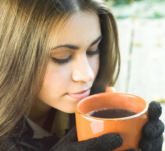 При избыточном поступлении кофеина в организм необходимо постоянно следить за уровнем сахара в крови