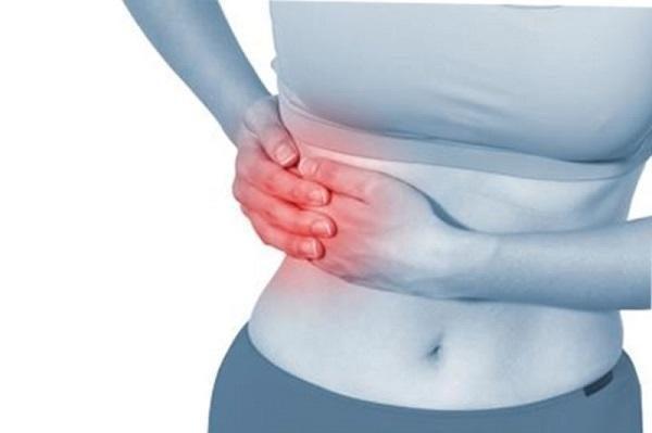 Первым признаком токсического гепатита является боль под ребрами с правой стороны