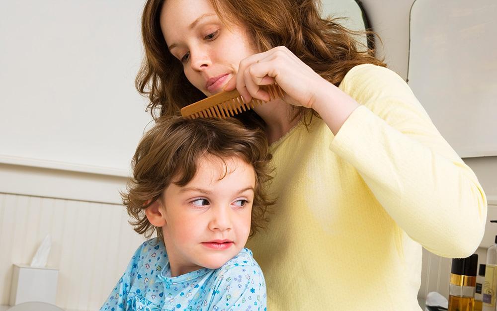 Использование чужих расчесок повышает риск появления вшей у вашего ребенка