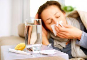 При влажном кашле помимо препаратов необходимо выпивать по 2-3 литра воды в день