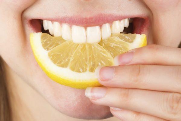 Лимонная кислота имеет свойство разъедать зубную эмаль, злоупотреблять им не стоит