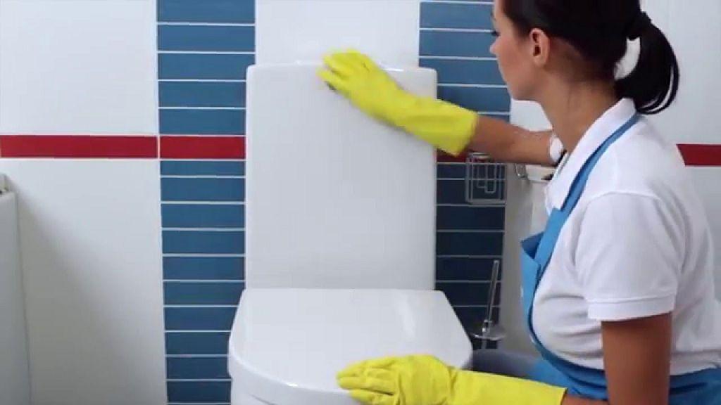 Для предотвращения заболевания всех членов семьи, нужно регулярно проводить уборку и дезинфекцию туалетной комнаты