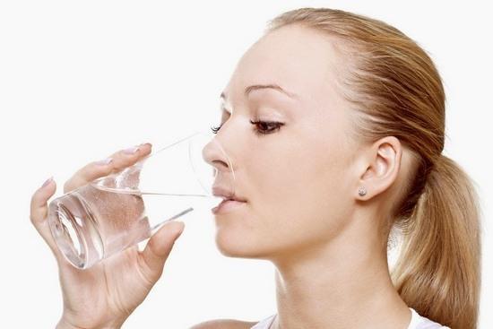 Еще одним симптомом нарушения аритмии является сильная жажда и сухость в полости рта