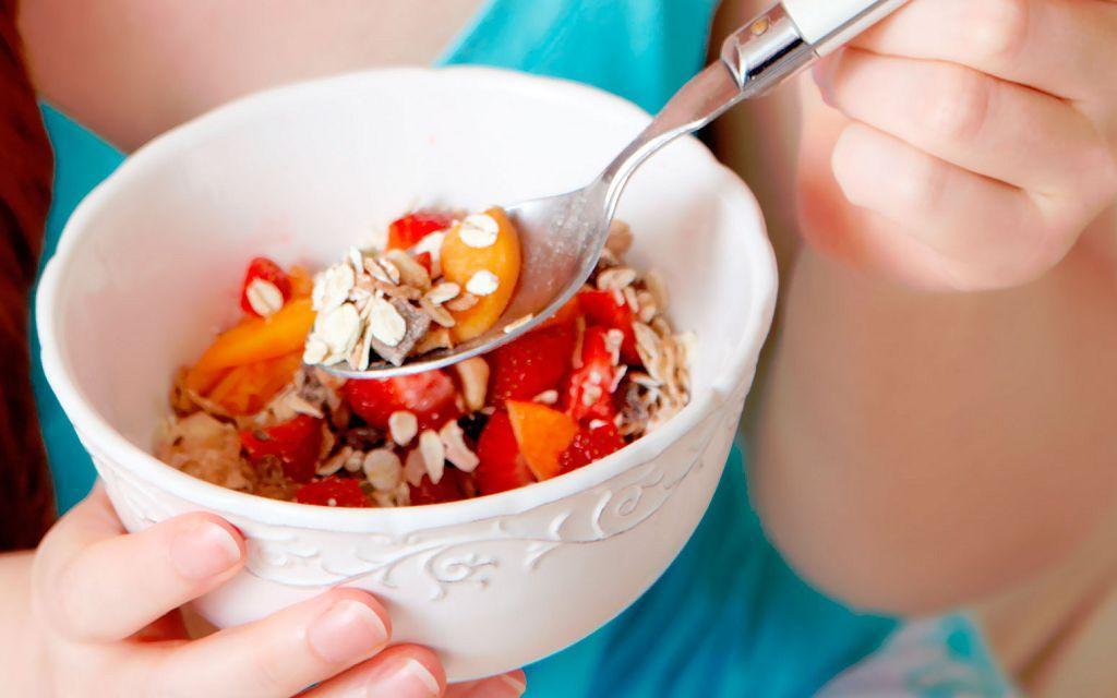 Во время лечения ешьте маленькими порциями по раз в день