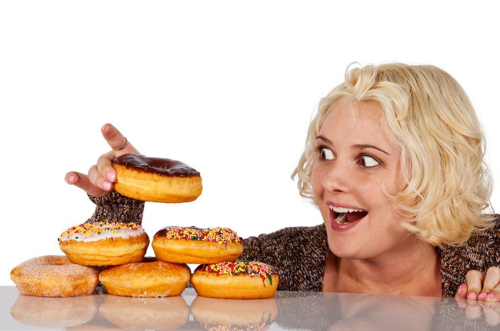 Увлечение сладостями также может стать причиной повышения сахара в крови