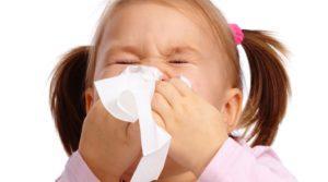 Первые симптомы - появление насморка, першение в горле
