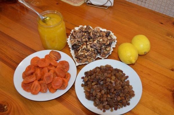 Смесь из сухофруктов с лимоном заметно улучшает самочувствие больного