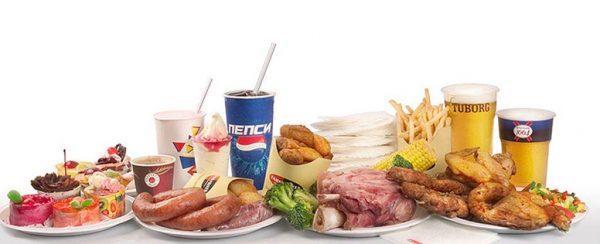 На время лечения нужно отказаться от вредной пищи и алкоголя