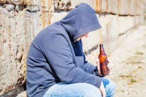 Алкоголики напиваются от горя и на радостях