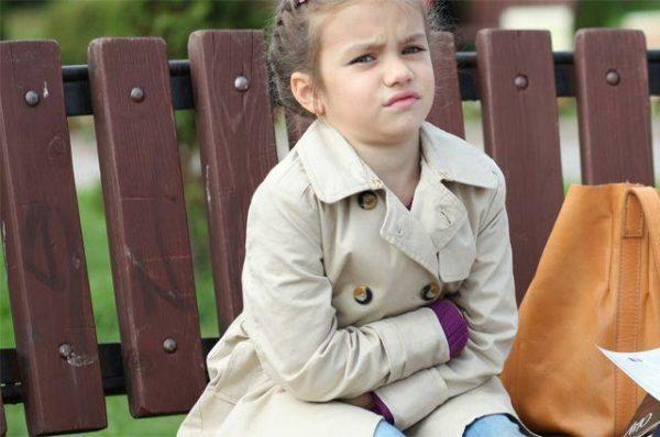Если у ребенка в кишечнике есть глисты, он может часто жаловаться на боли в животе