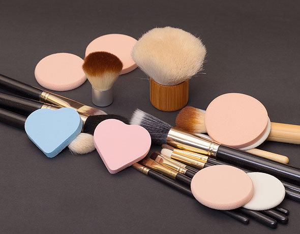 Кисти и спонжи для нанесения макияжа