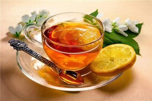 Чай с лимоном и медом оказывает общее тонизирующее воздействие
