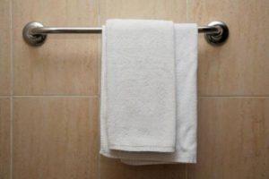 Заразится лишаем можно при использовании одного полотенца или нательной одеждый