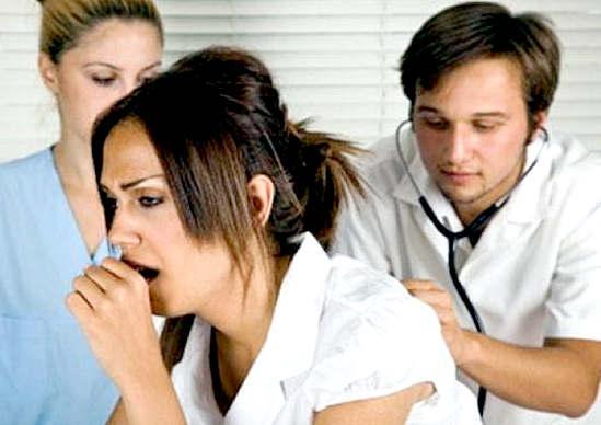 При первых симптомах астмы необходимо сразу обратиться к врачу