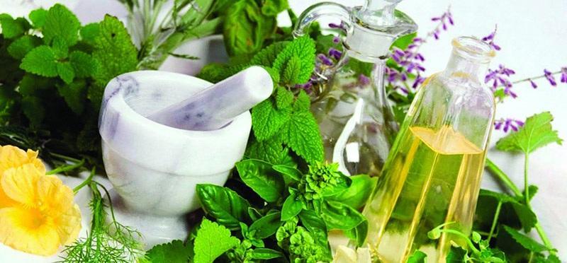 Народными средствами можно дополнять основное лечение