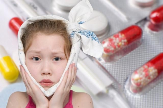 По мнению врачей антибиотики необходимы для лечения отита у детей