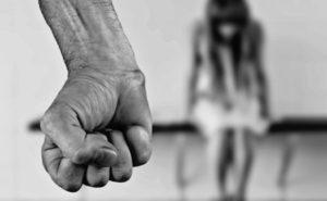 Незнание людьми о способах передачи заболевания, порождает жестокое обращение к инфицированным, считая их неминуемым источником заражения