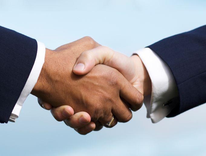 Рукопожатия (объятия) могут стать причиной заражения только при условии соприкосновения пораженных участков