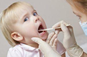 У ребенка постоянно красное горло: причины и лечение