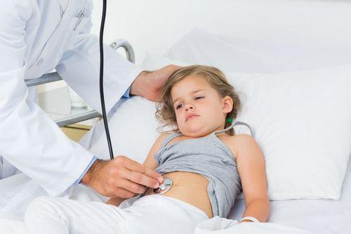 У ребенка часто болит живот: причины и лечение