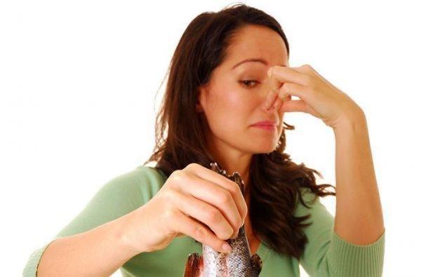 Выделения обретают запах тухлой рыбы