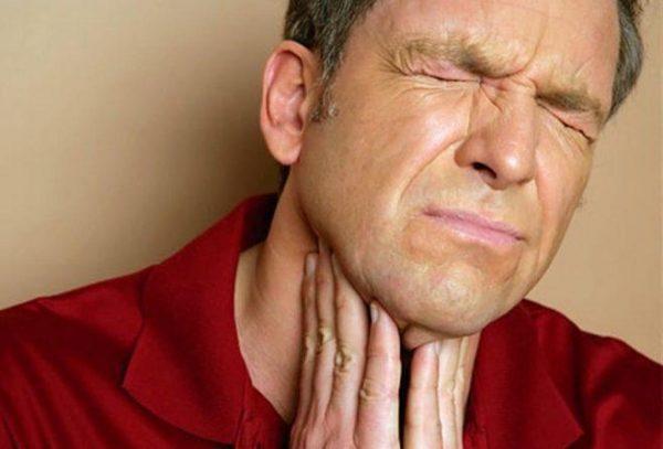 Начинает болеть горло: что делать?