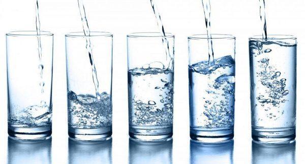 При мастопатии необходимо употреблять не менее 1,5-2 литров воды в сутки